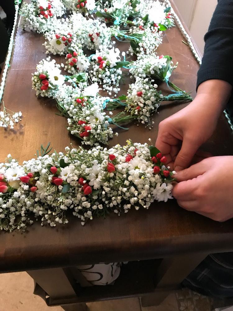 Украшение плащаницы живыми цветами